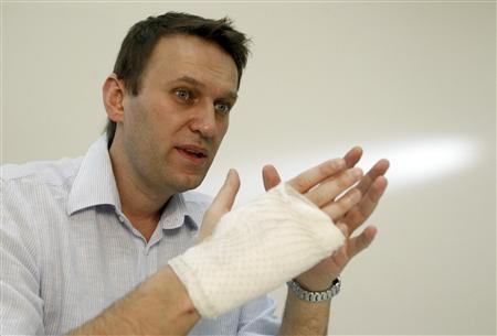 Russian opposition leader and anti-graft blogger Alexei Navalny speaks during an interview with Reuters at his office in Moscow, April 15, 2013. REUTERS/Sergei Karpukhin