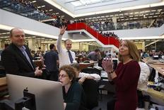 Publisher Arthur Sulzberger Jr. holds up four fingers to indicate the four Pulitzer Prizes won by the New York Times, as winners for the 2013 Pulitzer Prize are announced at The New York Times newsroom in New York April 15, 2013. Also pictured are (from L-R): CEO Mark Thompson, Sulzberger, Assistant Managing Editor Susan Chira, Editorial Page Editor Andrew Rosenthal (obscured by Chira) and Executive Editor Jill Abramson. REUTERS/Ruth Fremson/Pool