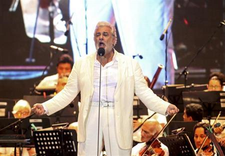 Spanish tenor Placido Domingo performs during a concert for the benefit of a youth orchestra in the Mexican Pacific resort city of Acapulco December 29, 2012. REUTERS/Jacob Garcia