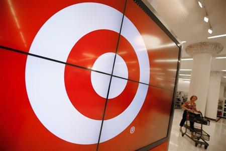 A vendor pushes a shopping cart through the new CityTarget store as it is getting stocked for the opening in downtown Chicago July 18, 2012. REUTERS/Jim Young