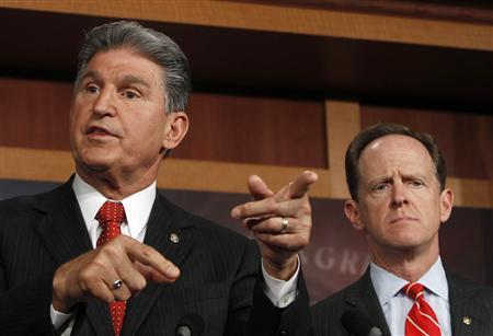 Senator Pat Toomey (R-PA) (R) and Senator Joe Manchin (D-W.VA) (L) hold a news conference on firearms background checks on Capitol Hill in Washington April 10, 2013. REUTERS/Gary Cameron