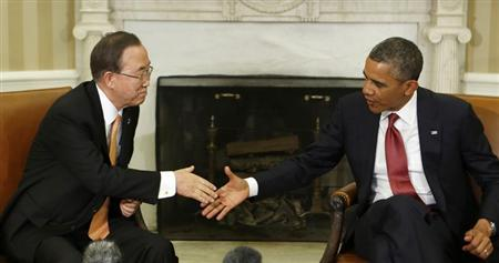 U.S. President Barack Obama shakes hands with United Nations General Secretary Ban Ki-moon (L) in the Oval Office of the White House, April 11, 2013. REUTERS/Larry Downing