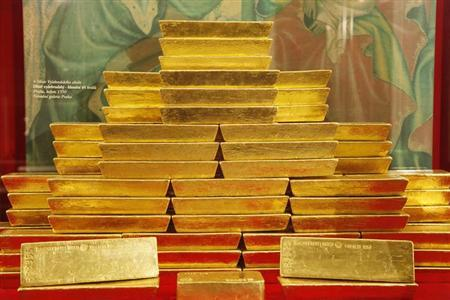 Gold bars are seen at the Czech National Bank in Prague April 16, 2013. REUTERS/Petr Josek