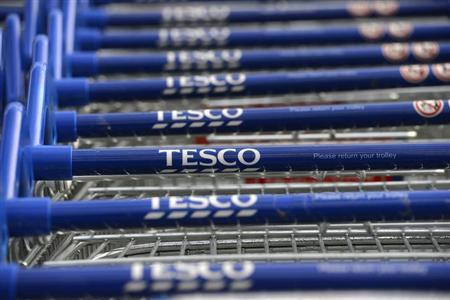 4月17日、英スーパー大手テスコは、赤字部門の米小売り事業の撤退を明らかにした。写真は昨年10月、英ハマースミスで撮影(2013年 ロイター/Paul Hackett)