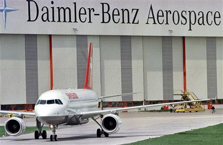 File photo of the new Airbus A319 aircraft rolling to the runway after a delivery ceremony at the Daimler Benz Aerospace (DASA) plant in Hamburg's Finkenwerder, April 30, 1996. REUTERS/Peter Mueller/ Files