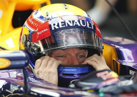 Red Bull Formula One driver Mark Webber of Australia puts on his helmet during the first practice session of the Chinese F1 Grand Prix at the Shanghai International circuit, April 12, 2013. REUTERS/Kim Kyung-Hoon