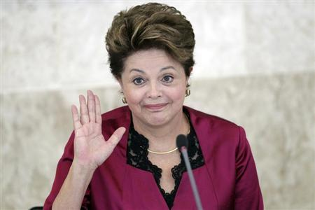 Brazil's President Dilma Rousseff gestures during the Economic and Social Development meeting at the Planalto Palace in Brasilia August 30, 2012. REUTERS/Ueslei Marcelino