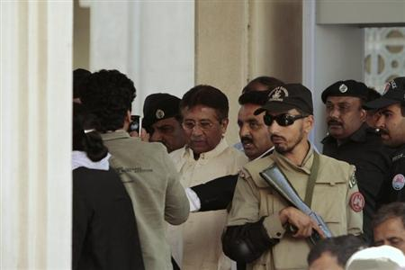 Pakistan's former President Pervez Musharraf (C) leaves after his appearance before the High Court in Rawalpindi April 17, 2013. REUTERS/Faisal Mahmood