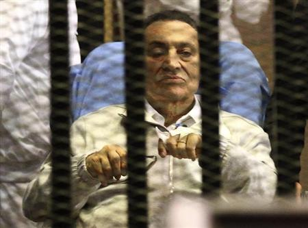 Egypt's ousted President Hosni Mubarak sits inside a dock at the police academy on the outskirts of Cairo April 15, 2013. REUTERS/Stringer