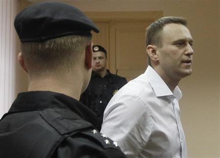 Russian opposition leader and anti-graft blogger Alexei Navalny (C) leaves after a court hearing in the city of Kirov April 17, 2013. REUTERS/Maxim Shemetov