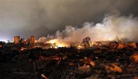 Руины взорвавшегося в техасском городке Уэст завода, 18 апреля 2013 года. Мощный взрыв произошел в среду вечером на заводе по производству удобрений близ техасского городка Уэст, ранив более 100 человек и сравняв с землей десятки зданий, включая школу и дом престарелых, заявили чиновники. REUTERS/Mike Stone