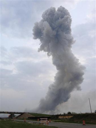 4月17日、米テキサス州の当局によると、同州ウェーコ近くの肥料工場で大規模な爆発があった。提供写真(2013年 ロイター/Joe Berti/Twitter)