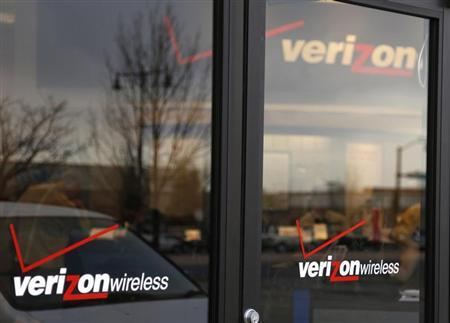 A Verizon Wireless store is seen in Westminster, Colorado April 26, 2009. REUTERS/Rick Wilking