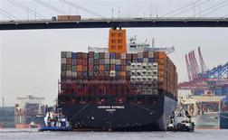 L'Allemagne, première économie européenne, devrait enregistrer cette année une croissance de 0,8%, tirée par la demande intérieure, et de 1,9% en 2014 grâce au rebond des exportations, selon les quatre principaux instituts d'études économiques du pays. /Photo prise le 15 août 2012/REUTERS/Morris Mac Matzen