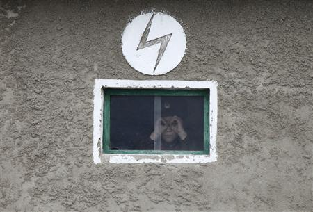 A North Korean soldier looks out of the window of a guard tower, on the banks of Yalu River, about 100 km (62 miles) from the North Korean town of Sinuiju, opposite the Chinese border city of Dandong, April 16, 2013. REUTERS/Jacky Chen