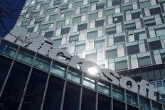 Microsoft a vu ses bénéfices progresser lors de son troisième trimestre clos fin mars, malgré l'impact d'une amende de la Commission européenne. Le bénéfice du numéro un mondial des logiciels a atteint 6 milliards de dollars, contre 5,1 milliards un an plus tôt. /Photo prise le 20 mars 2013/REUTERS/Bogdan Cristel