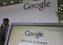 Google a vu ses revenus sur internet s'accroître de 23% au premier trimestre, à 9,99 milliards de dollars, grâce à un segment de la publicité en ligne toujours en croissance. /Photo d'archives/REUTERS/Krishnendu Halder