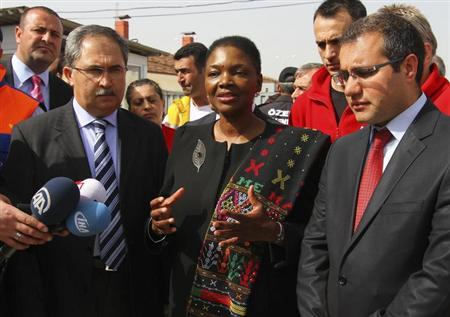 Valerie Amos (C), Under-Secretary-General and Emergency Relief Coordinator at the United Nations Office for the Coordination of Humanitarian Affairs (OCHA), speaks to media during her visit at a refugee camp named ''Container City'' on the Turkish-Syrian border in Oncupinar in Kilis province, southern Turkey, March 13, 2013. REUTERS/Orhan Cicek/Pool