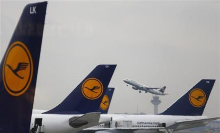 Aircraft of German air carrier Lufthansa are seen at the airline's main hub, the Fraport airport in Frankfurt, March 11 2013. REUTERS/Kai Pfaffenbach