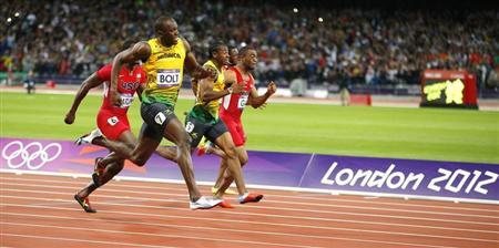 Jamaica's Usain Bolt, in lane 7, pulls ahead to win the men's 100m final during the London 2012 Olympic Games at the Olympic stadium in London August 5, 2012. REUTERS/Brian Snyder