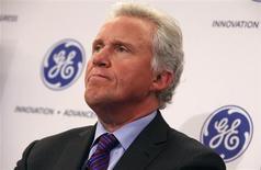 Le directeur général de General Electric, Jeff Immelt. Les résultats trimestriels du conglomérat américain ressortent en hausse de 16% et conformes aux estimations des analystes, à la faveur d'une hausse de ses ventes de moteurs d'avions et de son désengagement de NBC Universal. /Photo prise le 11 mars 2013/REUTERS/Mike Segar