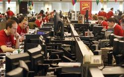 Traders are shown working at the Canadian Imperial Bank of Commerce (CIBC) trading floor during 'Miracle Day' in Toronto December 2, 2009. . REUTERS/Mike Cassese
