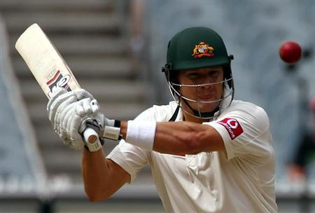 Australia's Shane Watson prepares to hit a shot during the second day of the second cricket test against Sri Lanka at the Melbourne Cricket Ground December 27, 2012. REUTERS/David Gray/Files