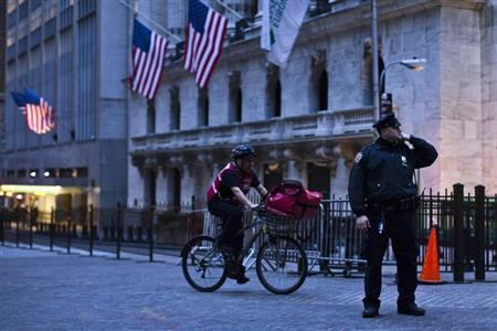 A New York Police officer stands guard at the corner of the New York Stock Exchange in New York April 19, 2013, as part of heightened security in the wake of the Boston Marathon bombing. REUTERS/Eduardo Munoz