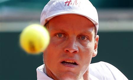 Tomas Berdych of the Czech Republic eyes the ball during his match against Marcel Granollers of Spain during the Monte Carlo Masters in Monaco April 17, 2013. REUTERS/Eric Gaillard