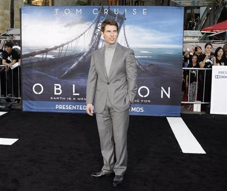 Cast member Tom Cruise poses at the premiere of his new film ''Oblivion'' in Hollywood, California April 10, 2013. REUTERS/Fred Prouser