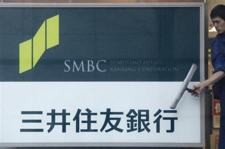 A man cleans a window at a branch of Sumitomo Mitsui Banking Corporation in Tokyo January 29, 2013. REUTERS/Shohei Miyano