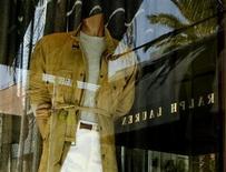 Ralph Lauren déboursera plus de 1,6 million de dollars (1,2 million d'euros) pour mettre un terme à une enquête pénale et civile sur des soupçons de pots-de-vin visant l'une de ses filiales en Argentine. /Photo d'archives/REUTERS/Fred Prouser