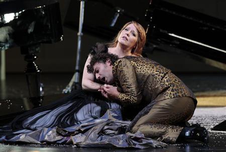 Singers Emily Magee (R) and Jonas Kaufmann perform on stage during a dress rehearsal of Richard Strauss' opera 'Ariadne auf Naxos' in Salzburg July 25, 2012. REUTERS/Herwig Prammer