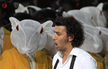 German tenor Jonas Kaufmann performs as Lohengrin during the rehearsal of the opera ''Lohengrin'' by Richard Wagner in Bayreuth, southern Germany July 17, 2010. REUTERS/Michaela Rehle/Files