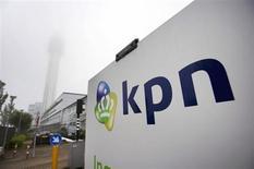 Le résultat brut de KPN a baissé de 12% au premier trimestre et l'opérateur télécoms néerlandais ne versera pas de dividende au titre des exercices 2013 et 2014 afin de préserver ses fonds propres. /Photo prise le 31 mai 2012/REUTERS/Paul Vreeker/United Photos