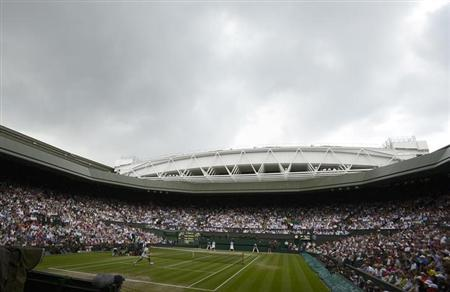 Rainclouds hang over Centre Court before a rain shower during the men's singles final tennis match between Andy Murray of Britain and Roger Federer of Switzerland at the Wimbledon Tennis Championships in London July 8, 2012. REUTERS/Dylan Martinez