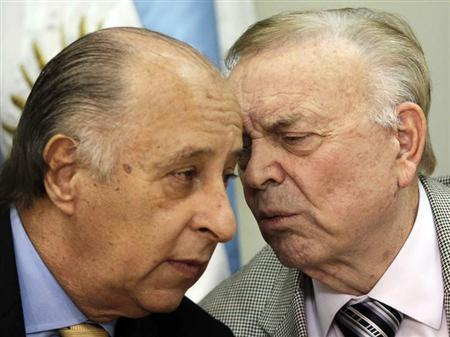 Jose Maria Marin (R), president of the Brazilian Football Confederation (CBF) speaks with Marco Polo Del Nero, vice president of the CBF during a news conference in Asuncion April 23, 2013. REUTERS/Jorge Adorno