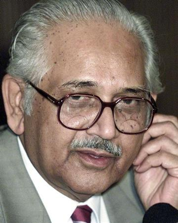 Chairman of National Human Rights Commission (NHRC), J.S. Verma, speaks at a news conference in Calcutta in this September 4, 2002 Reuters file photo. REUTERS/Jayanta Shaw/Files