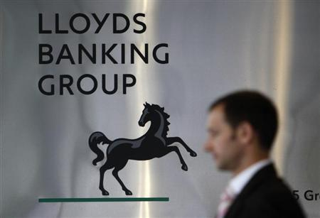 A pedestrian passes the head office of the Lloyds Banking Group in central London August 5, 2009. REUTERS/Stefan Wermuth