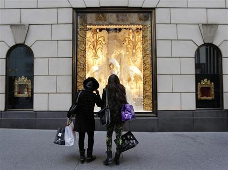 Shoppers look at store windows at Henri Bendel store on 5th Avenue in New York November 23, 2012. REUTERS/Brendan McDermid