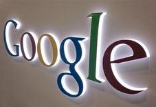 Placa do Google localizada em uma loja de eletrônicos da rede Best Buy em Encinitas, Califórnia, 11 de abril de 2013. O Google comprou a Wavii, empresa iniciante sediada em Seattle responsável por um aplicativo de leitura de notícias, por cerca de 30 milhões de dólares em dinheiro, afirmou uma fonte com conhecimento do assunto na terça-feira. 11/04/2013 REUTERS/Mike Blake