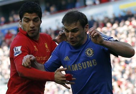 Chelsea's Branislav Ivanovic (R) challenges Liverpool's Luis Suarez during their English Premier League soccer match at Anfield in Liverpool, northern England, April 21, 2013. REUTERS/Phil Noble