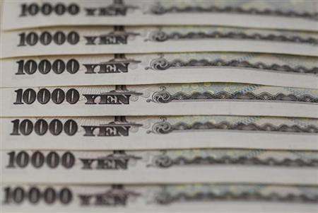 Japanese 10,000 yen notes line up in Tokyo, in this February 28, 2013 picture illustration. REUTERS/Shohei Miyano