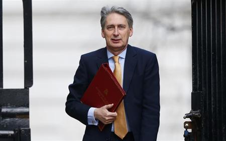 Britain's Defence Secretary Philip Hammond arrives to attend a Cabinet meeting at Number 10 Downing Street in London March 12, 2013. REUTERS/Andrew Winning