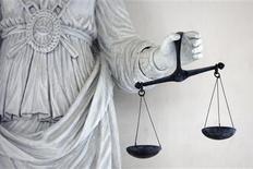 La justice examinera ce jeudi des recours déposés contre la régularité de la procédure dans le volet de l'affaire Bettencourt pour lequel Nicolas Sarkozy est mis en examen. L'avocat de l'ancien chef de l'Etat, mis en examen pour abus de faiblesse à l'encontre de la milliardaire, sera présent à la chambre de l'instruction de la cour d'appel de Bordeaux. /Photo d'archives/REUTERS/Stéphane Mahé