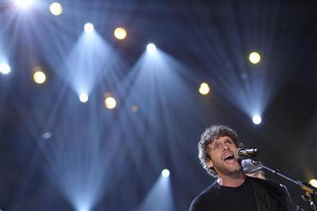 Billy Currington performs at the 45th annual Academy of Country Music Awards in Las Vegas, Nevada April 18, 2010. REUTERS/Robert Galbraith