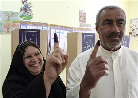 A couple displays ink-stained fingers at a polling centre during the country's provincial elections in Baghdad April 20, 2013. REUTERS/Wissm al-Okili