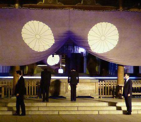 Japan's Finance Minister Taro Aso (2nd R) bows as he visits the Yasukuni Shrine in Tokyo, in this photo provided by Kyodo April 21, 2013. REUTERS/Kyodo