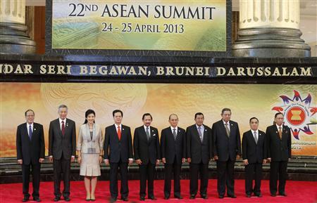 Leaders of the Association of Southeast Asian Nations (ASEAN) pose for a group photo during the 22nd ASEAN Summit in Bandar Seri Begawan April 25, 2013. REUTERS/Bazuki Muhammad