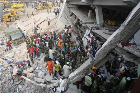 Firefighters, army and locals try to rescue garment workers, who are trapped inside the rubble of the collapsed Rana Plaza building, in Savar, 30 km (19 miles) outside Dhaka April 25, 2013. REUTERS/Andrew Biraj